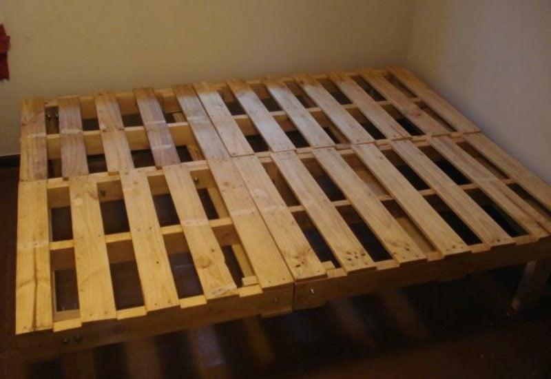 Europaletten Bett selber bauen einfache Anleitung