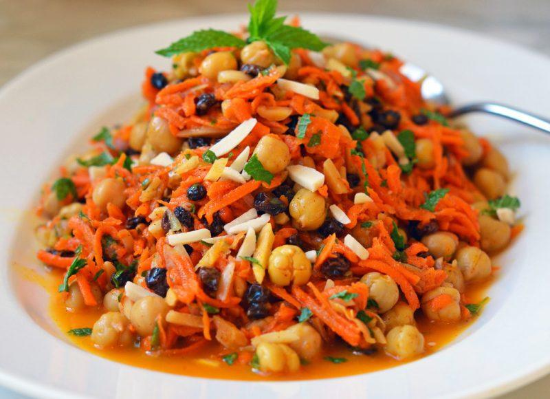 Käsefondue Beilagen: Karottensalat!