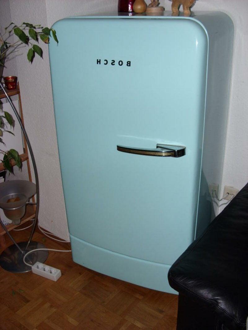hellblauer Bosch Retro Kühlschrank