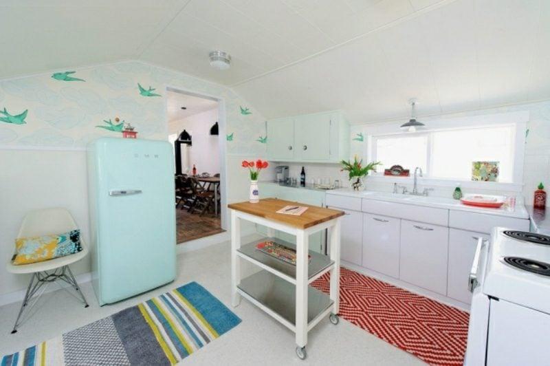 Bosch Retro Kühlschrank im Hellblau weisse Küche