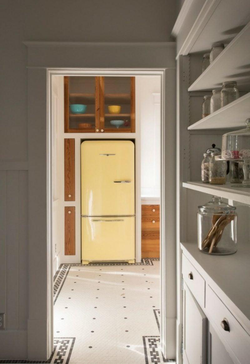 Bosch Retro Kühlschrank originelle Farbgestaltung Hellgelb