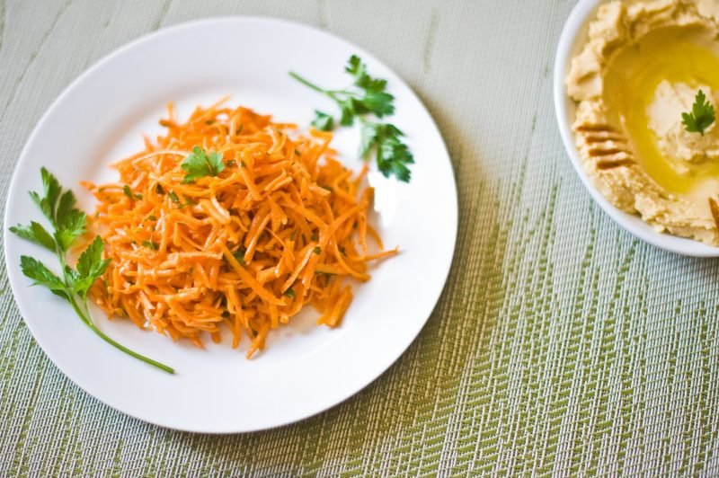 Frische Karottensalate als Käsefondue Beilagen!