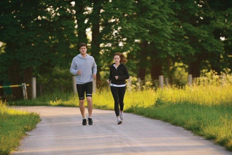 Kalorienverbrauch beim Walken und Laufen gesundheitliche Vorteile
