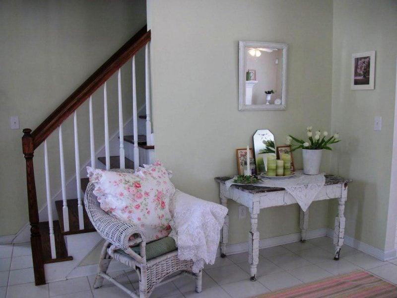 Möbel Landhausstil Weiß Tisch aus Holz Sessel Kissen Design Charme