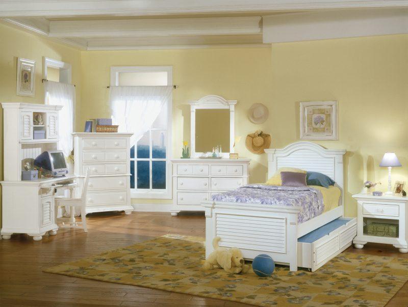 Möbel Landhausstil weiß Holz Bett Nachttisch Spiegel Stuhl Regal Schlafzimmer stil