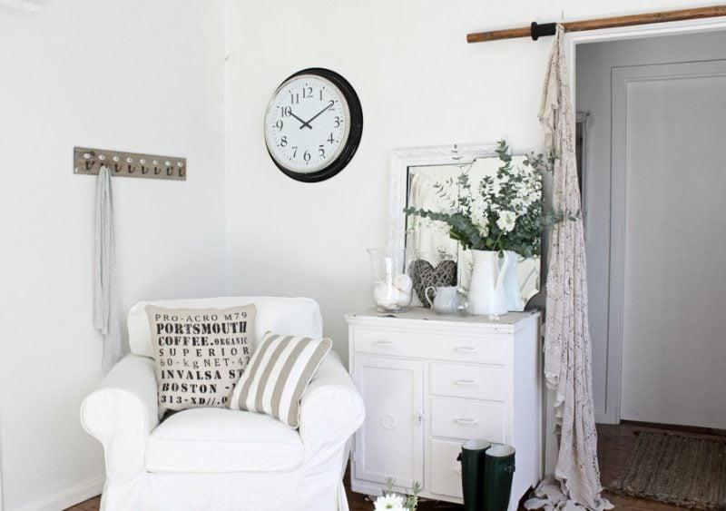 Möbel Landhausstil weiß Sessel weiß spiegel schrank kissen einrichten dekoideen