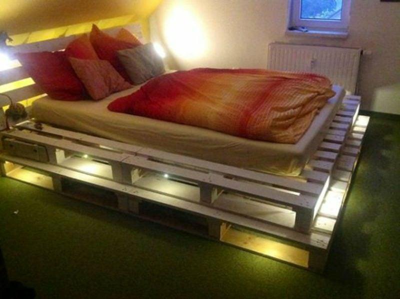 Europaletten Bett beleuchtet origineller Look