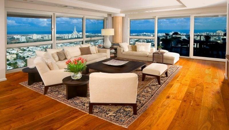 Orientteppich Wohnzimmer cremefarbene Polstermöbel herrliche Aussicht