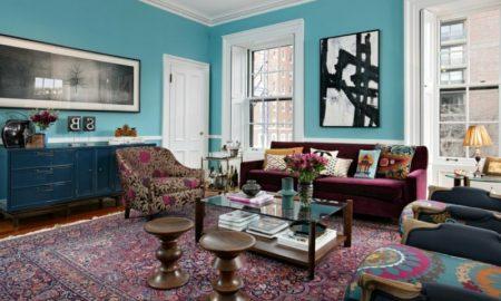 Orientteppich im Wohnzimmer originelle Einrichtunhg himmelblaue Wandfarbe