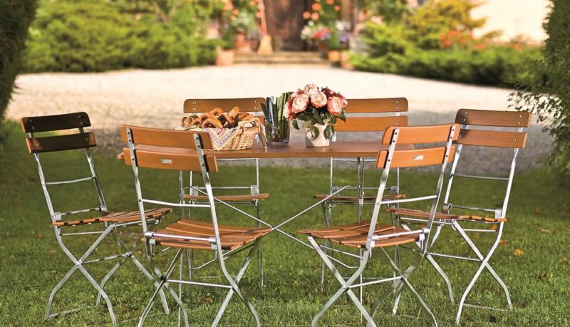 Resysta-Garten-Vase-Blumen-Tisch-Stühe-Brot-Grass-Sommer-Büsche