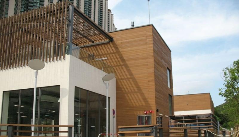 Resysta-Material-Holzalternative-Fassade-Lampen-Gebäude-Tung-Chung-Park-Hong_Kong