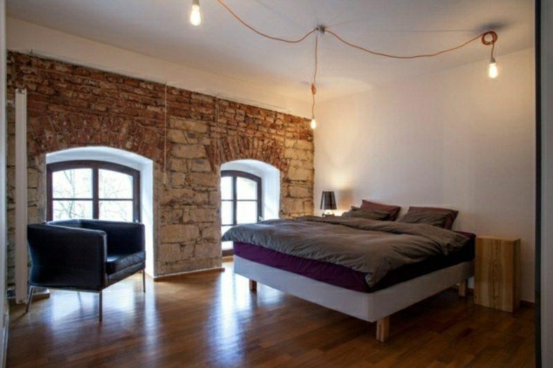 typisches Schlafzimmer im industriellen Stil