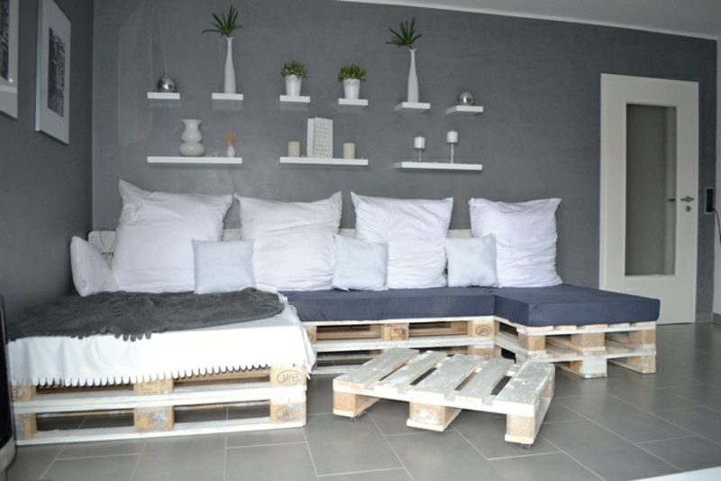 Sofa aus Europaletten weiche Kissen Polsterung