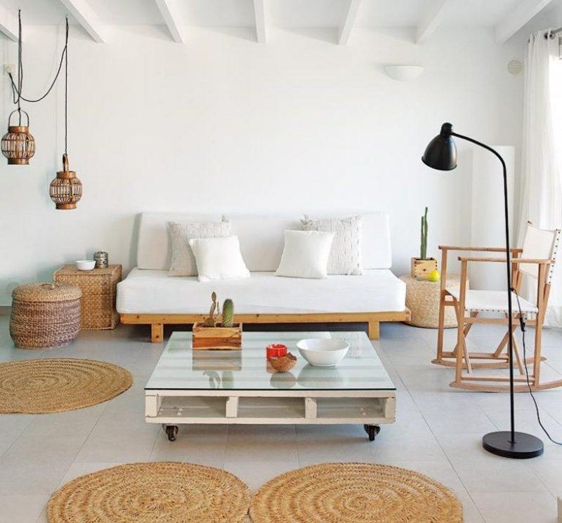 Palettensofa als Akzent im Wohnzimmer skandinavischer Stil