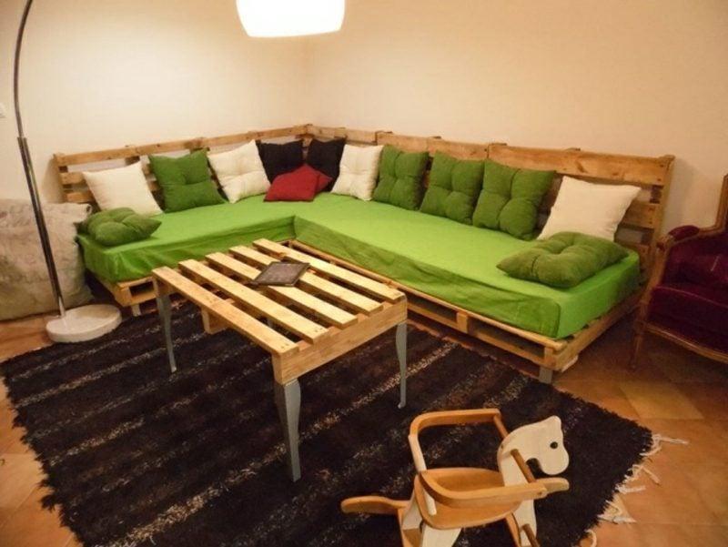 Palettensofa lang selber gebaut Couchtisch aus Paletten