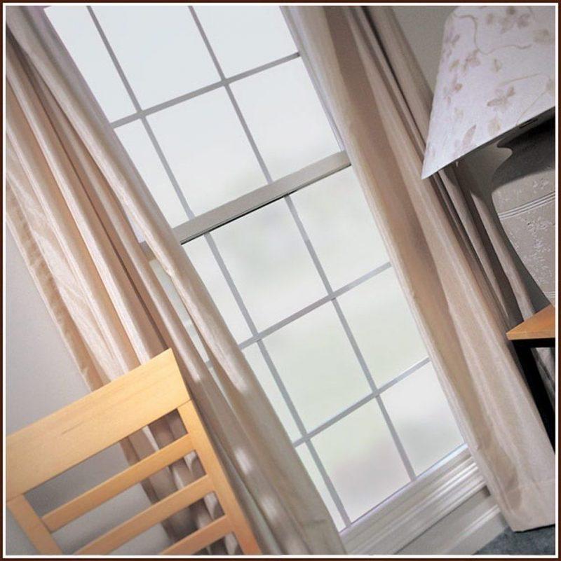sch n gesch tzt vor sonne 30 ideen f r sonnenschutzfolien fenster t ren zenideen. Black Bedroom Furniture Sets. Home Design Ideas