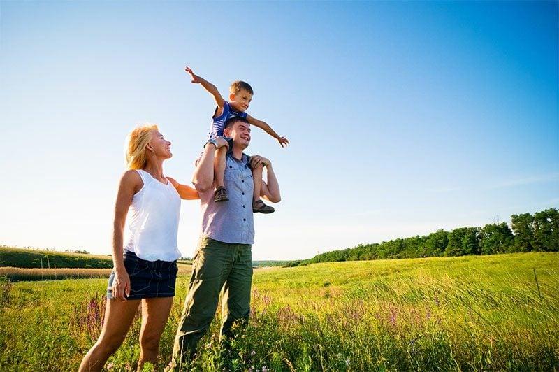 Kalorienverbrauch beim Walken mit der Familie spazieren gehen