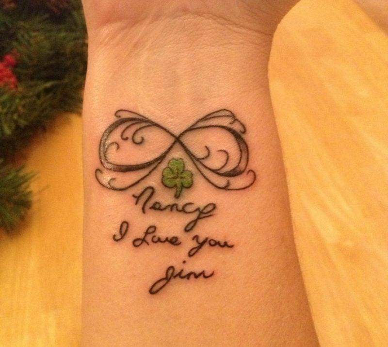 Tattoo Schriften personalisiert Handgelenk interessanter Look