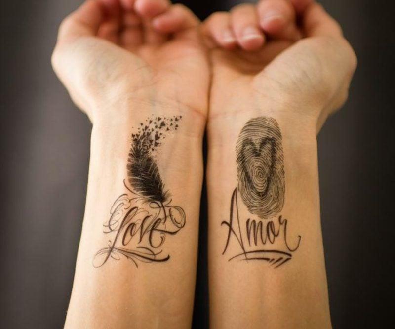Tattoo Schriftarten kalligraphisch viele Detail und Ornamenten