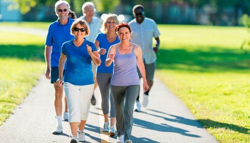 Kelorienverbrauch beim Walken ältere Menschen Vorteile Gesundheit