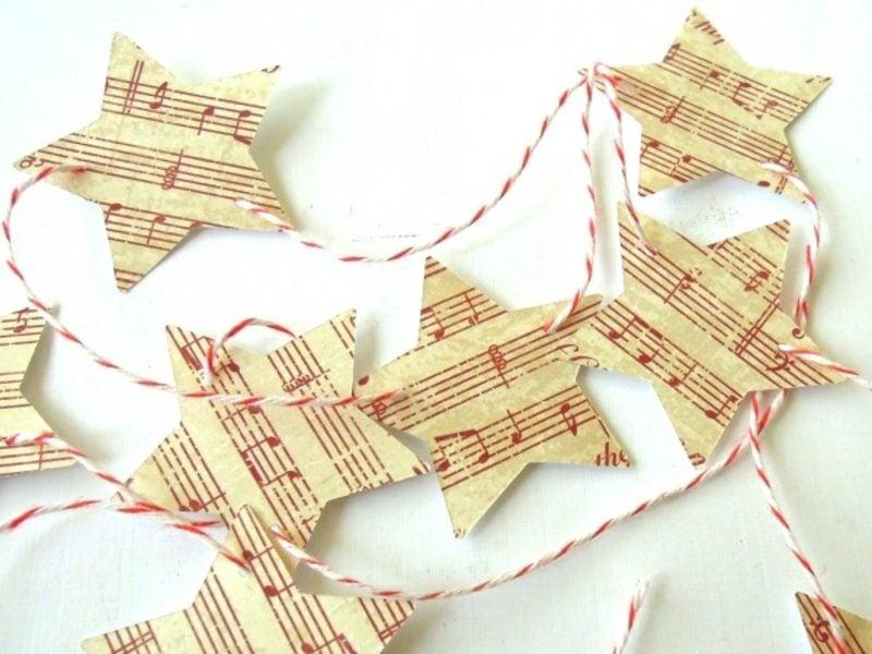 Dekoideen Weihnachten Baumschmuck aus Notenpapier