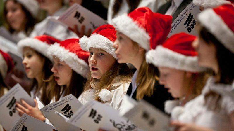 Kinderchor singt Weihnachtslieder
