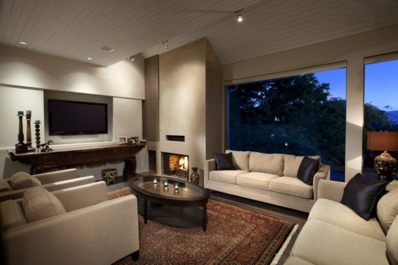 Wohnzimmer Orientteppich zwei Polstersofas Kamin