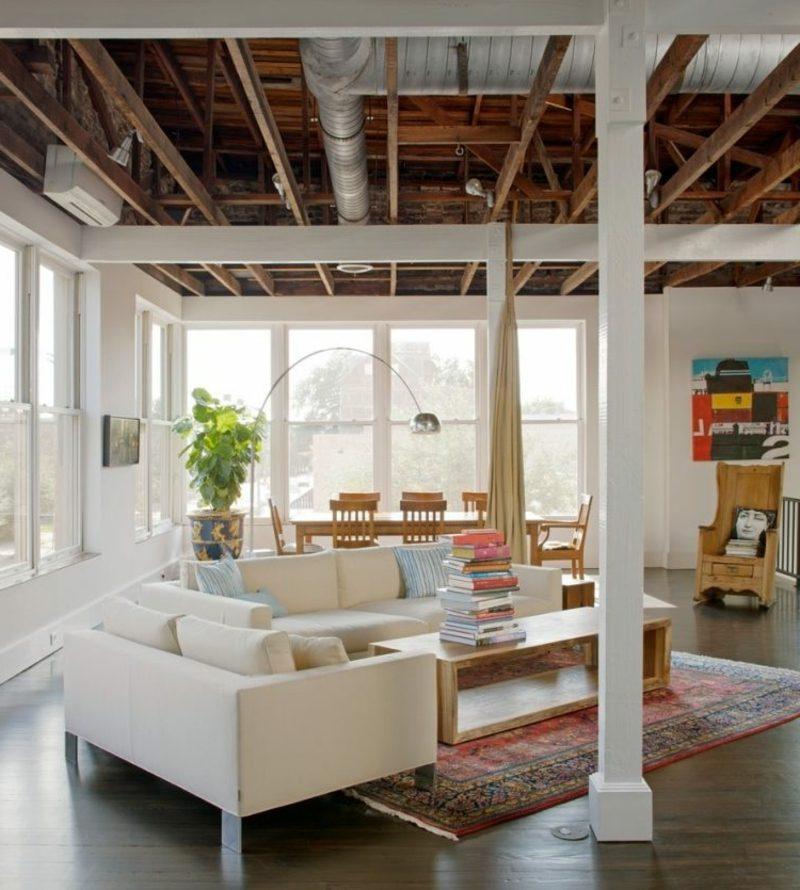 Wohnzimmer und Essbereich im industriellen Stil Orienttepich als Highlight