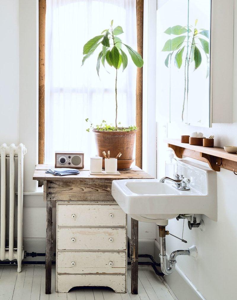 aufbewahrung badezimmer ideen weiß waschbecken blumen waschtisch