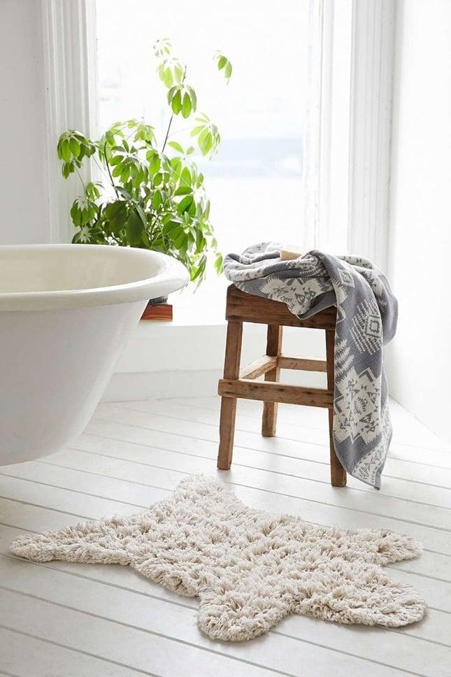 badezimmer einrichten möbel holz hocker badewanne modernes bad ideen