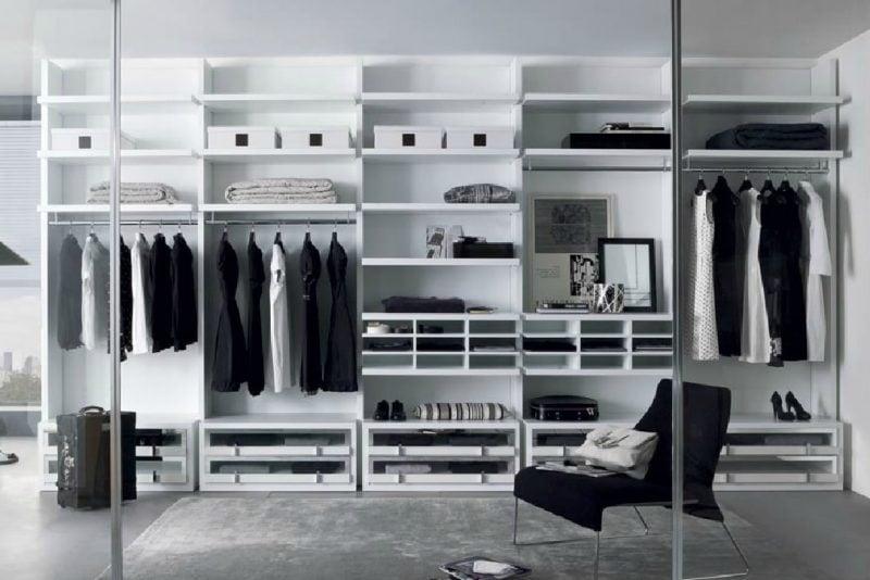 begehbarer kleiderschrank grau metall wohnstil schlafzimmer einrichten fenster licht