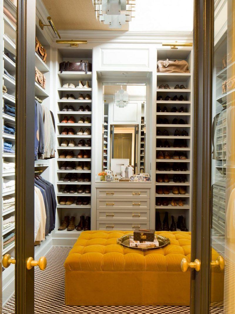 begehbarer kleiderschrank hocker gelb spiegel