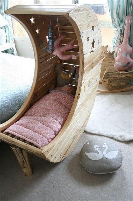 bett aus paletten babys palettenmöbel selber bauen