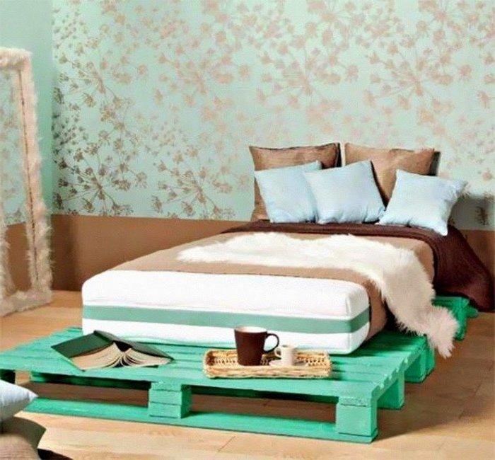 bett aus paletten grün palettenmöbel