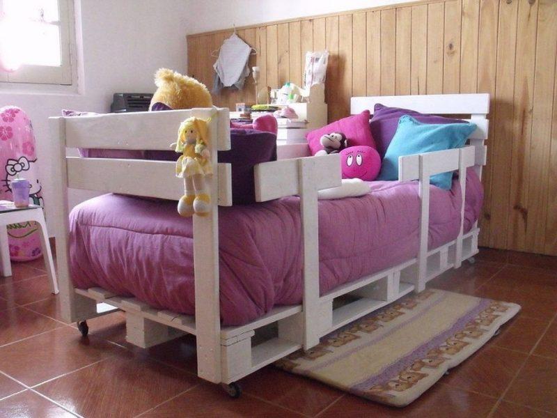 bett aus paletten weiß kinderzimmer palettenmöbel selber bauen