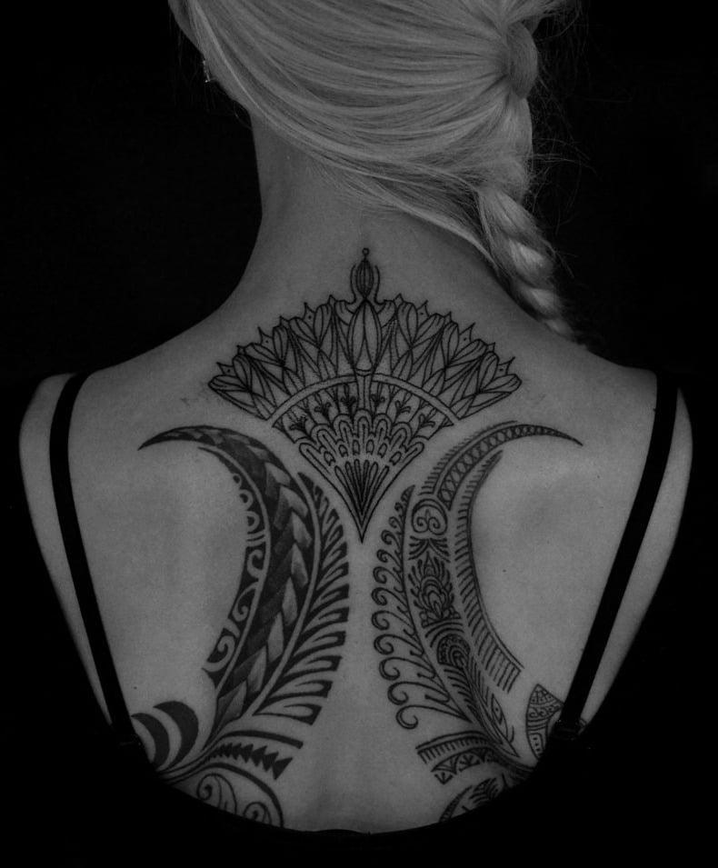rücken tattoos frauen abstrakte tattoo motive frauen