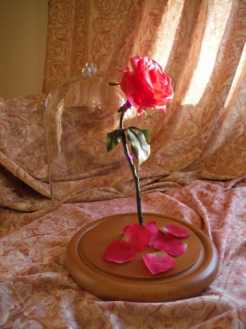 Rose basteln: nicht nur Blume, sondern ein selbstgemachtes Geschenk - vom Herz und Hand