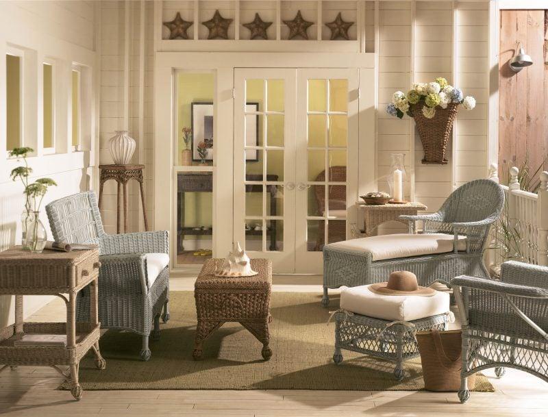 einrichten gartengestaltung rustikale landhaus möbel weiß grau kombination holz rattangeflecht