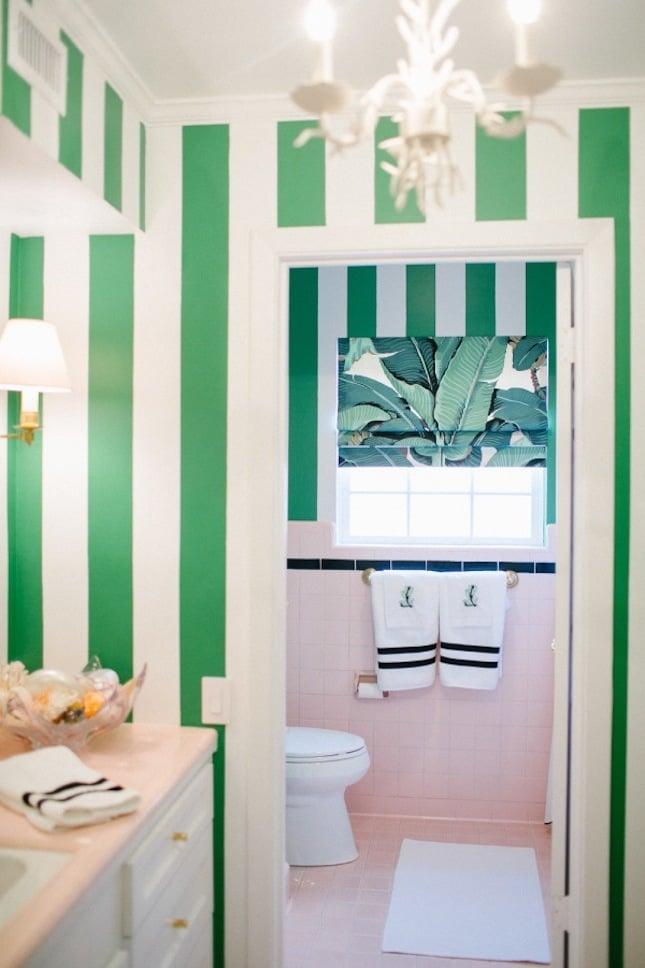 exotische accessoires badezimmer ideen grün wandtapete bäder ideen wandgestaltung