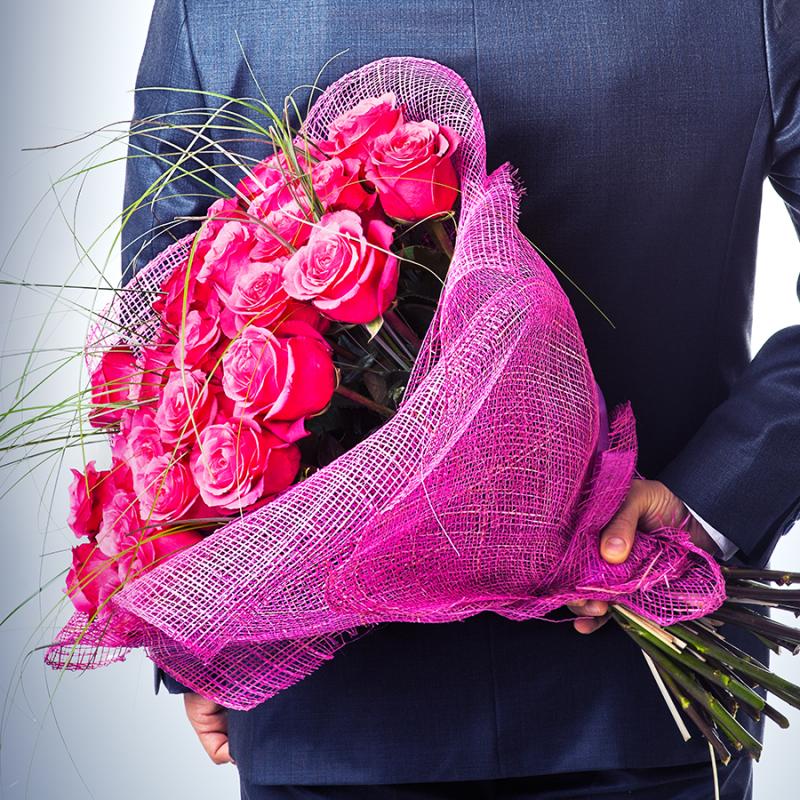 Jedes Jahr werden zum Valentinstag weltweit mehr als 100 Millionen Rosen verkauft