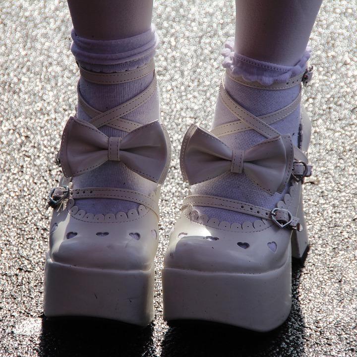 coole accessoires weiße schuhe puppe karneval kostüm ideen