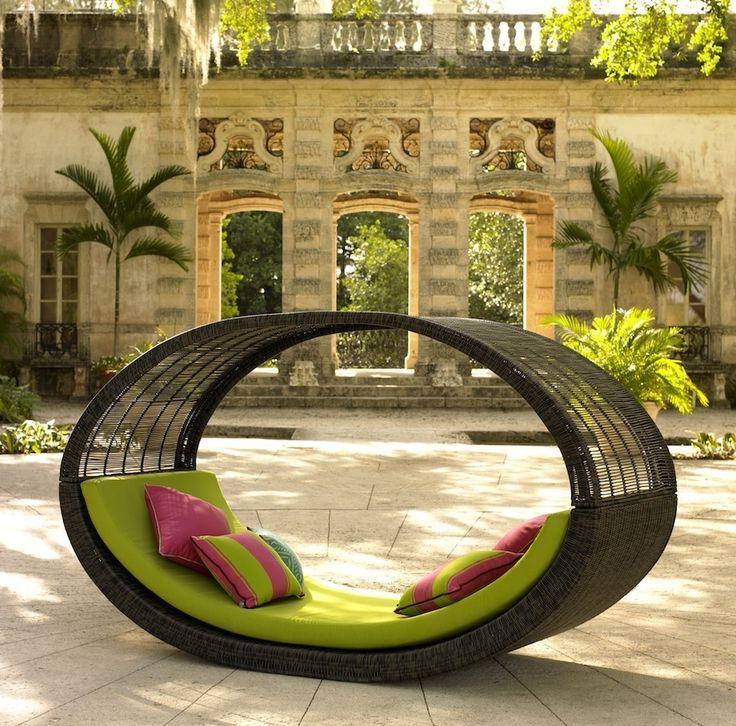 Hochwertige Gartenmöbel vollenden das Gartenbild!