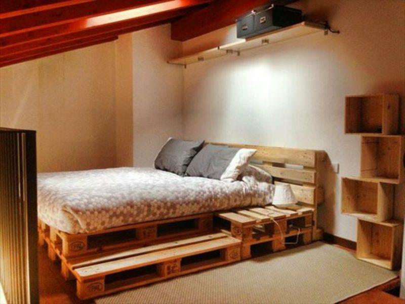Europaletten Bett mit Kopfteil selber gebaut