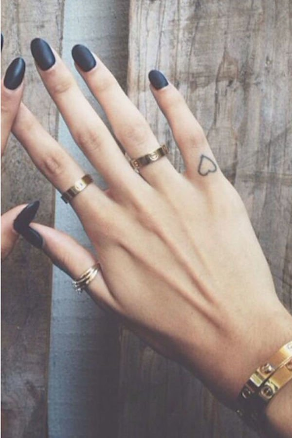 herz tattoo motive frauen tattoo ideen für frauen finger tattoos