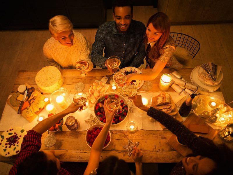 Hygge Philosophie - Handy aus und Zeit mit Freunden genießen