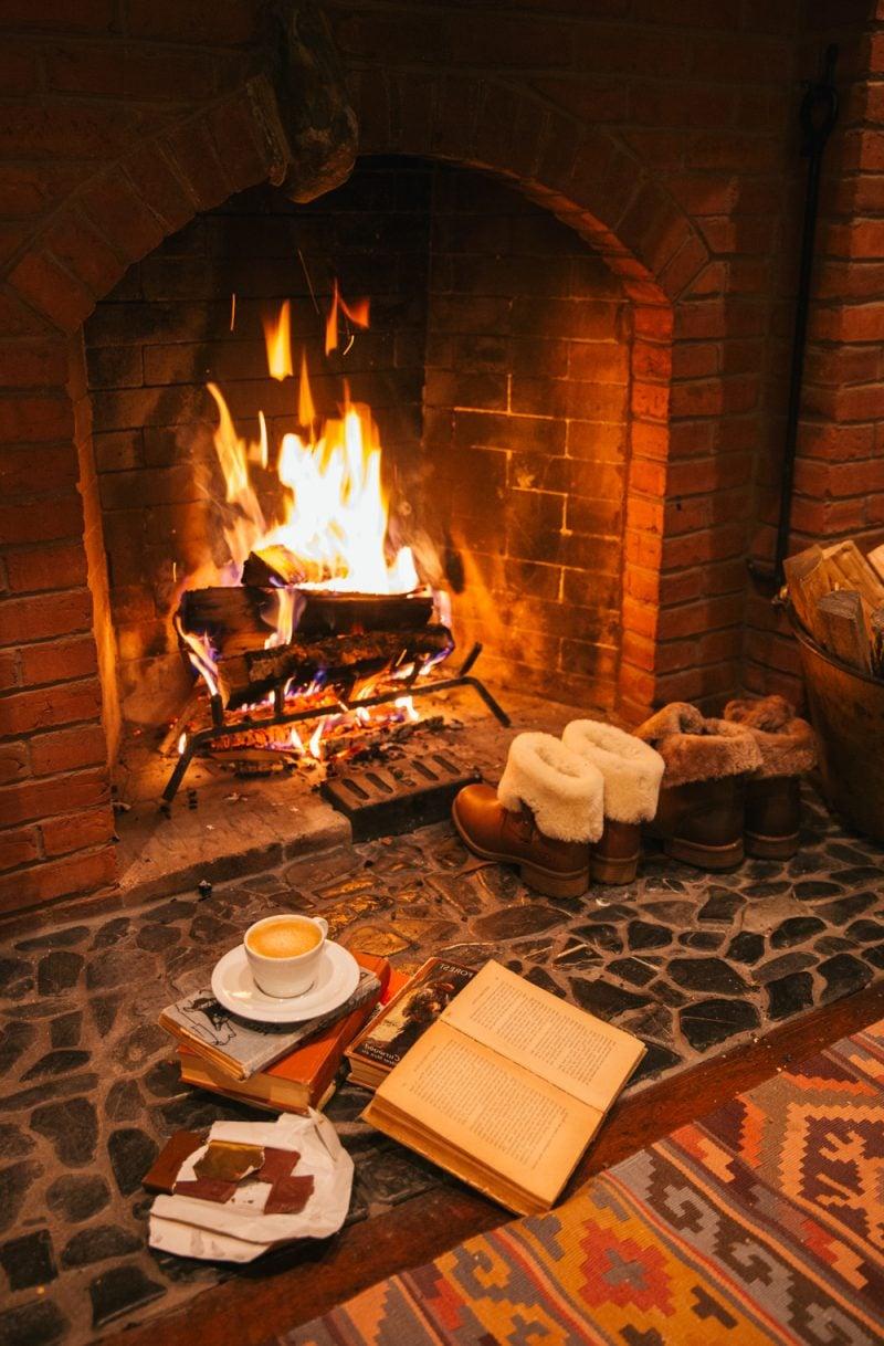 Hyggelig wohnen - heiße Schokoladevor dem Kamin genießen
