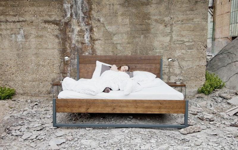bett industrial massivholzbett mit rollen im industrial. Black Bedroom Furniture Sets. Home Design Ideas