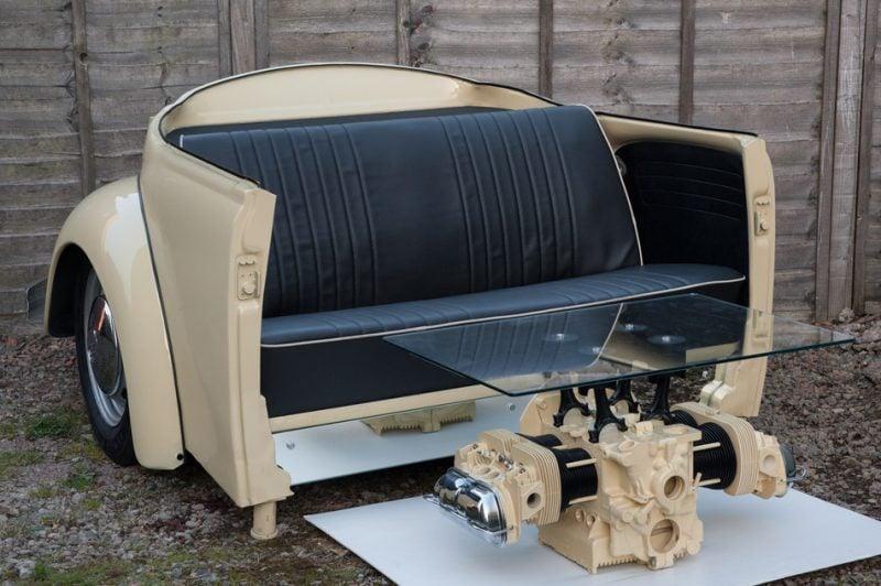 Sofa und Tisch aus Autoteilen!