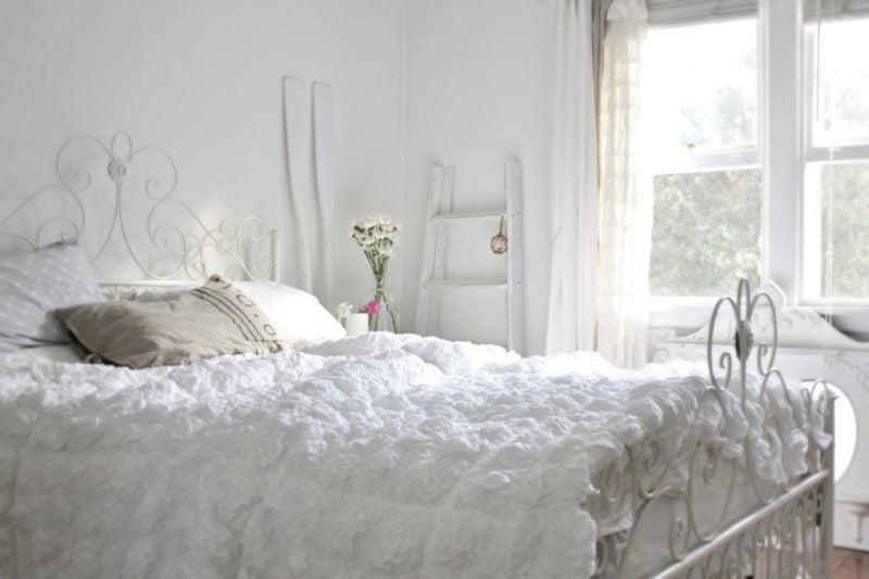 möbel landhausstil weiß fenster bett schlafzimmer einrichten dekoideen eleganz stilvoll