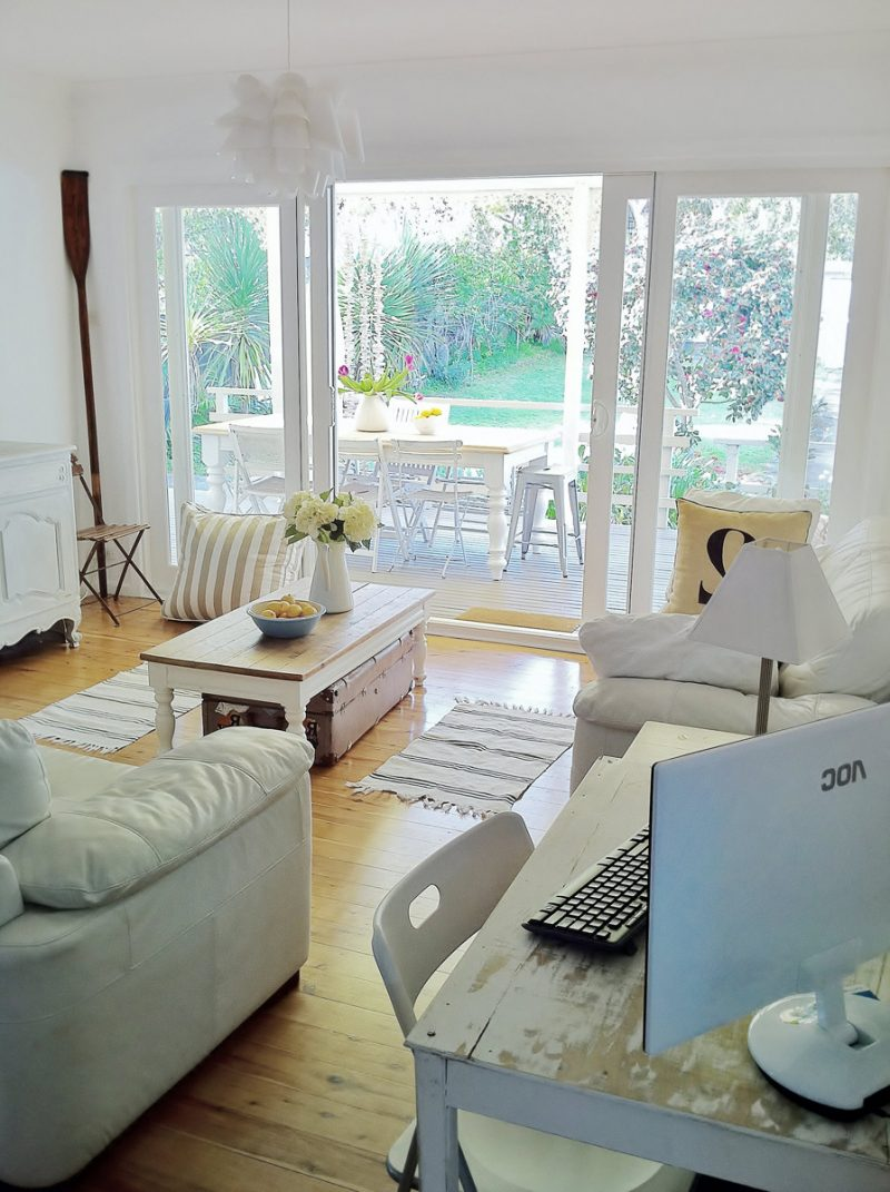 weiße landhausmöbel möbel landhausstil weiß modern einrichten tisch holz sofa leder stuhl